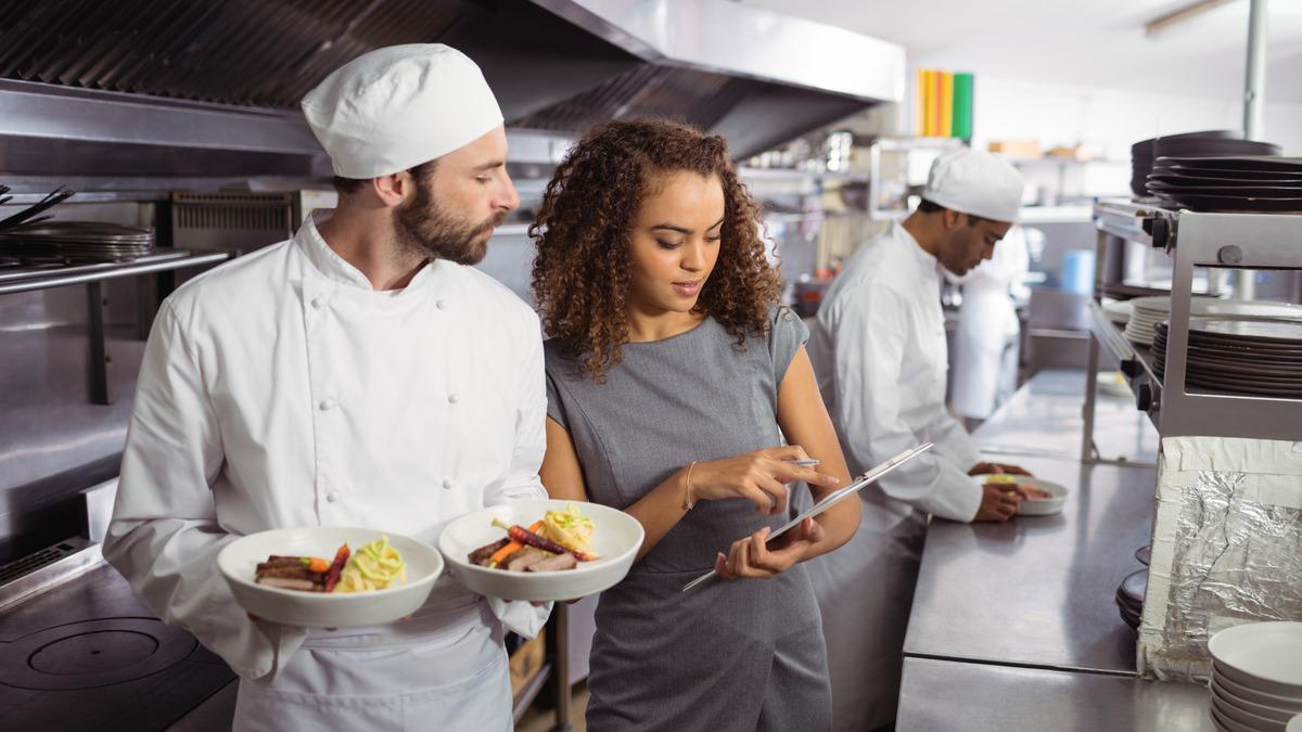 Cosas a considerar al comprar equipos de cocina para restaurantes